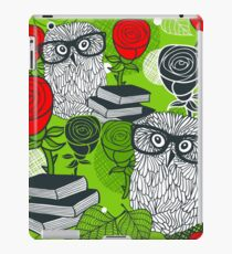Red roses and clever owls iPad Case/Skin