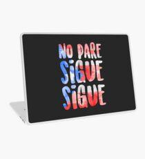 Keine Pare Sigue Sigue In den Höhen Laptop Skin