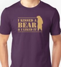 I Kissed A Bear And I Liked It Cool Graphic Unisex T-Shirt