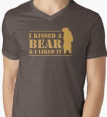 I Kissed A Bear And I Liked It Cool Graphic T-Shirt