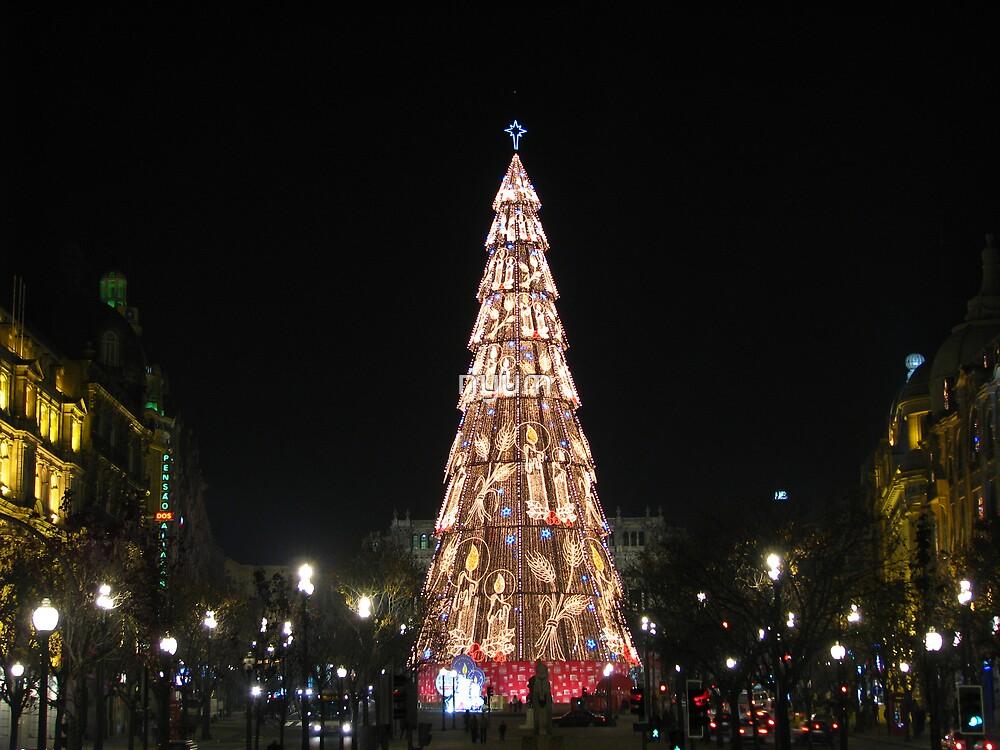 Giant Christmas Tree by nyum