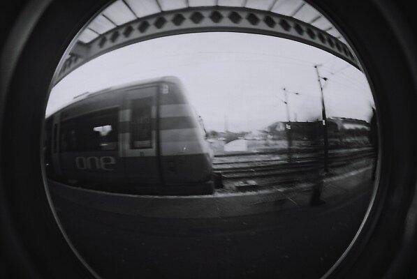 primeiro trem na estação... by luke bryant