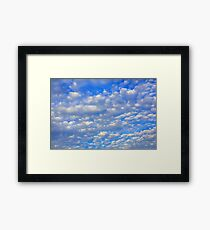Viele kleine Wolken. Gerahmter Kunstdruck