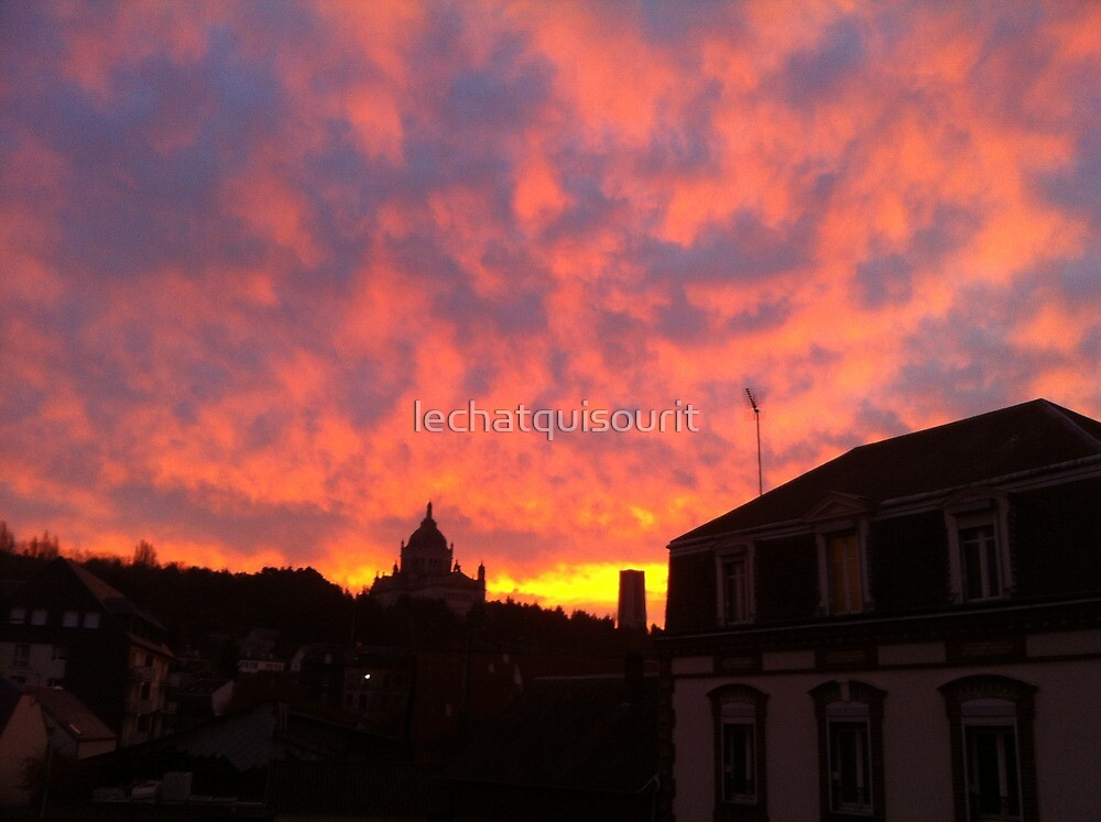 Flaming Skies by lechatquisourit
