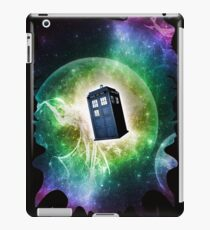 Universe Blue Box Tee The Doctor T-Shirt iPad Case/Skin