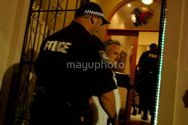The man is arrested... by mayuphoto