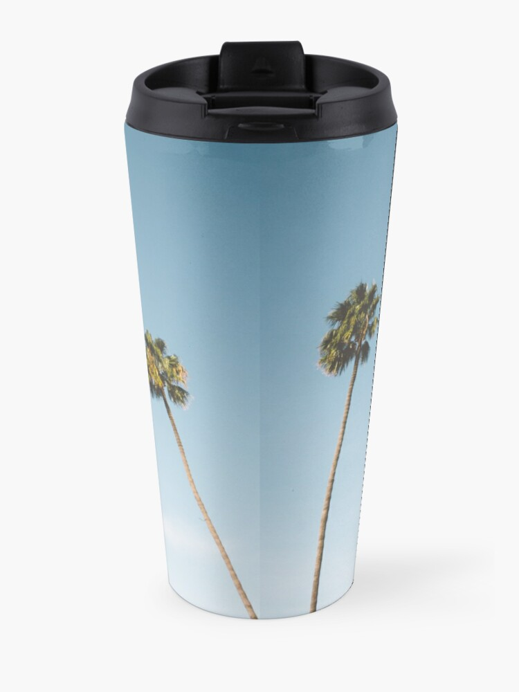 Vista alternativa de Taza de viaje Tres palmeras Blue Sky California