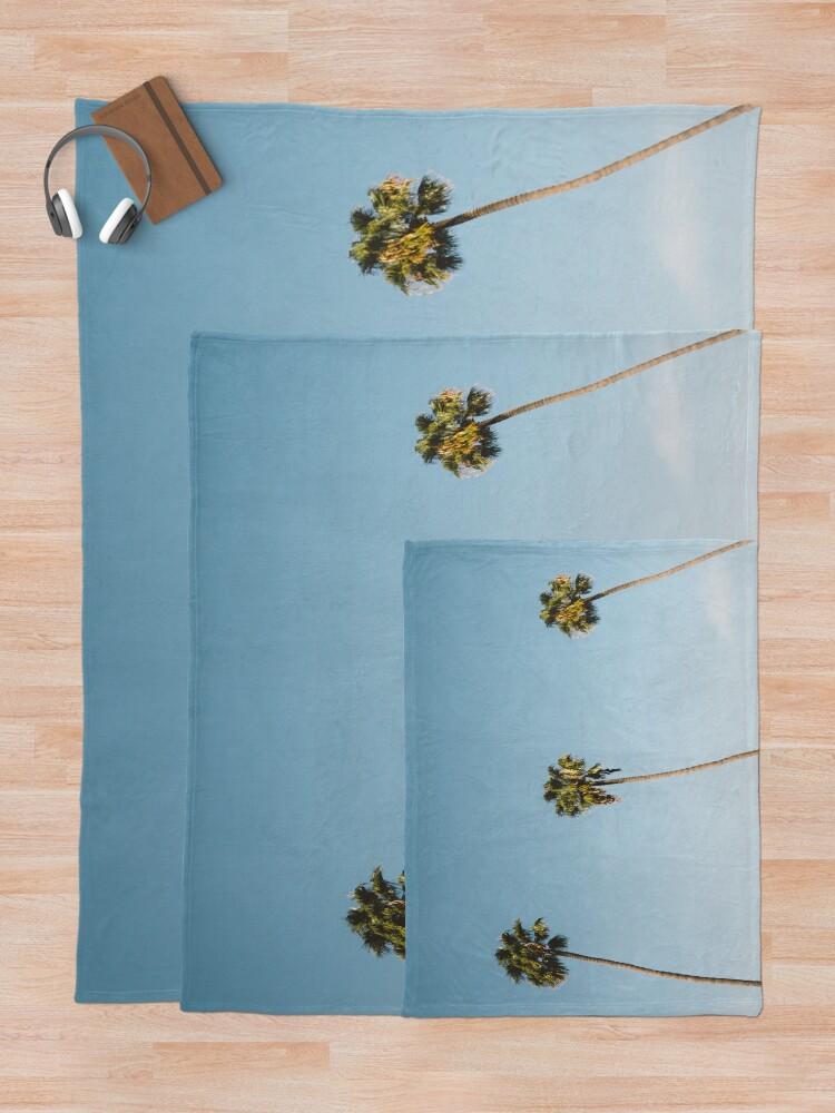 Vista alternativa de Manta Tres palmeras Blue Sky California