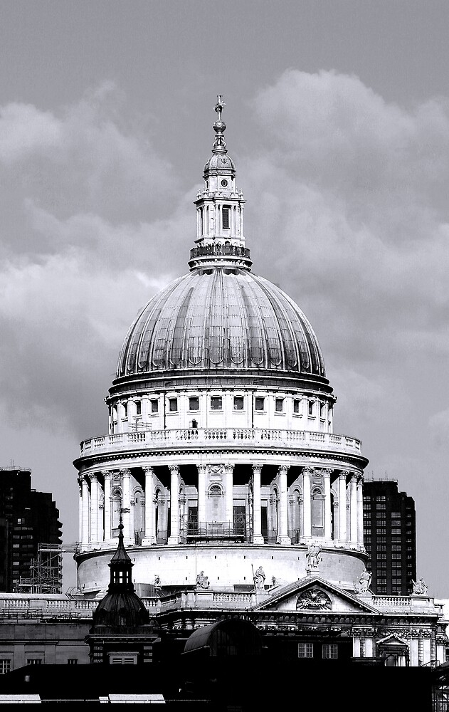 Dome of St. Pauls Cathedral by kitlew