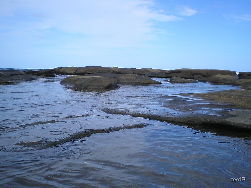 Sea on rock by terriP