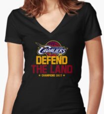 defend the land 2017 Women's Fitted V-Neck T-Shirt