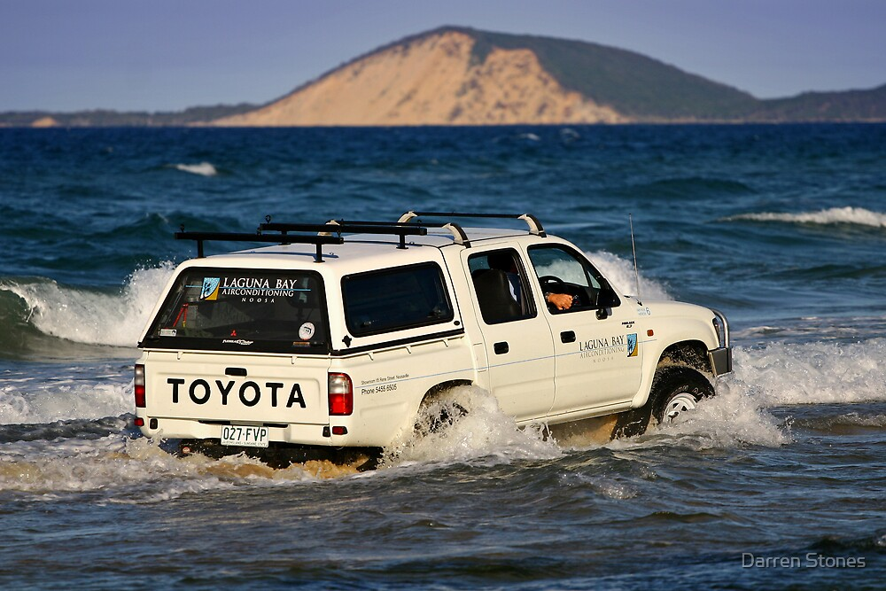 Driving around Mudlo Rocks at Rainbow Beach by Darren Stones