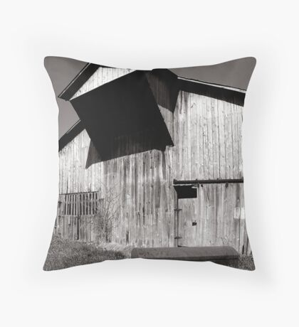 Barn with casket Throw Pillow