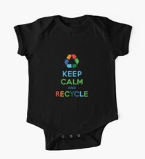 Ruhe bewahren und recyceln - dunkel Kurzärmeliger Einteiler
