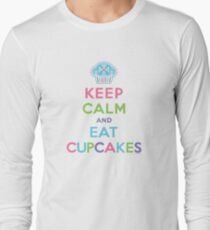 Keep Calm and Eat Cupcakes - beige Long Sleeve T-Shirt