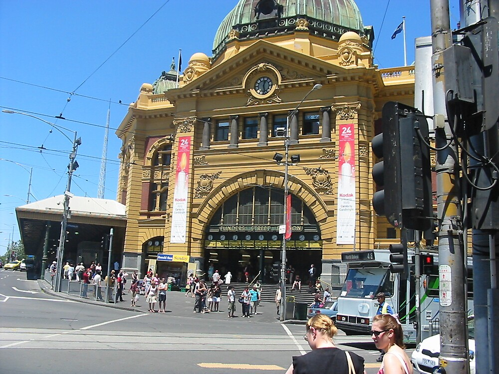Flinders Street Station by cailani