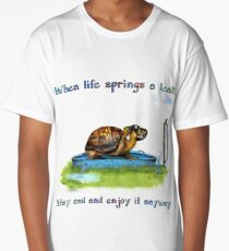 Turtle in a leaking pool Long T-Shirt