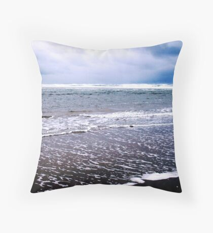 Chilly Surf!! Throw Pillow
