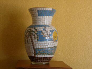 palm vase by Enrique Hernandez