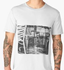 outdoor chairs in the city in black and white Men's Premium T-Shirt