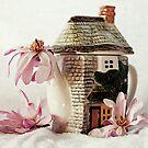 Kleine Teekanne und Magnolien von Evita