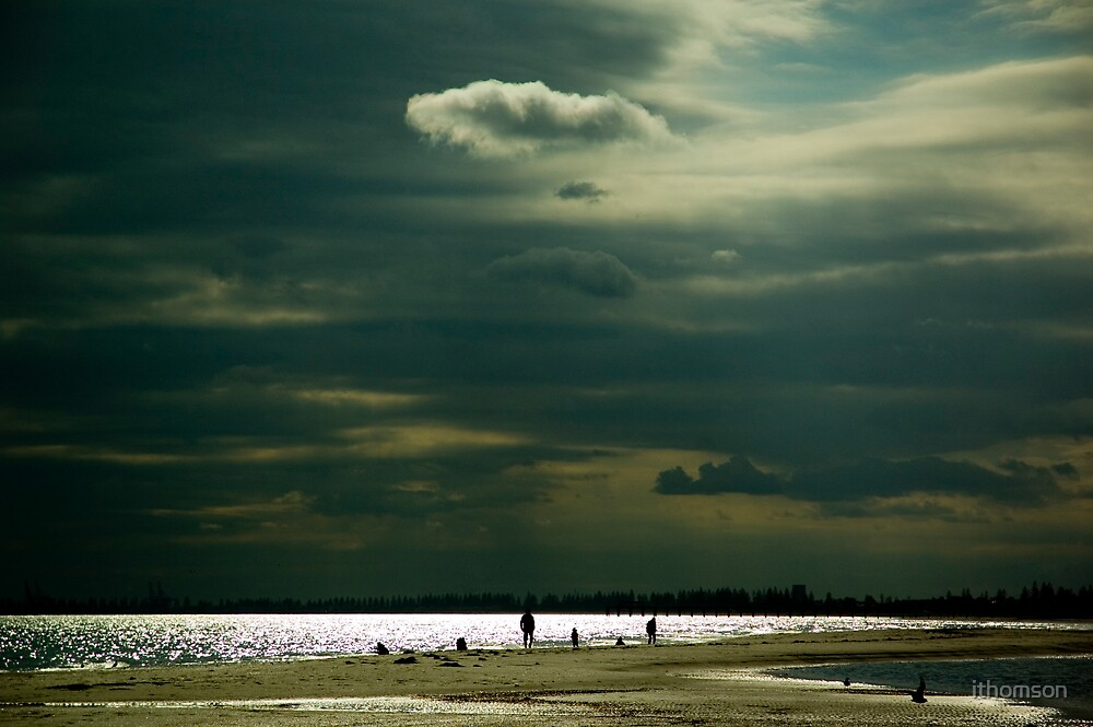 Beach silhouettes by ithomson