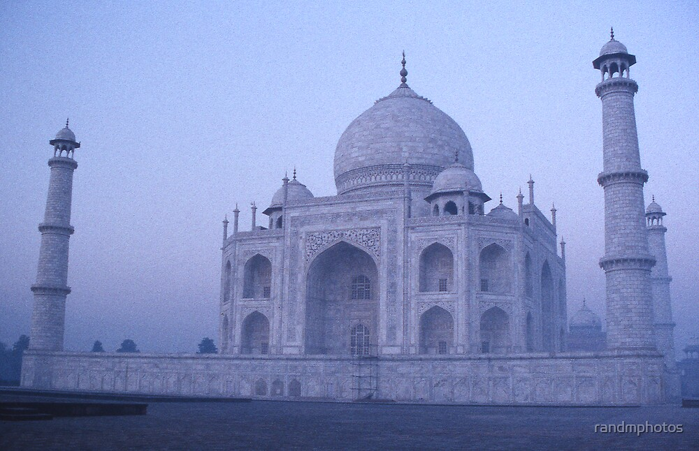 Pre-Dawn Taj by randmphotos