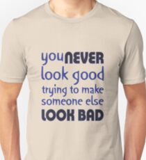 Quote: You never look good trying to make someone else look bad Unisex T-Shirt
