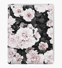 Blumendruck, skandinavisch, Rosen, Modedruck, skandinavische Kunst, moderne Kunst, Wandkunst, Print, minimalistisch, modern iPad-Hülle & Klebefolie