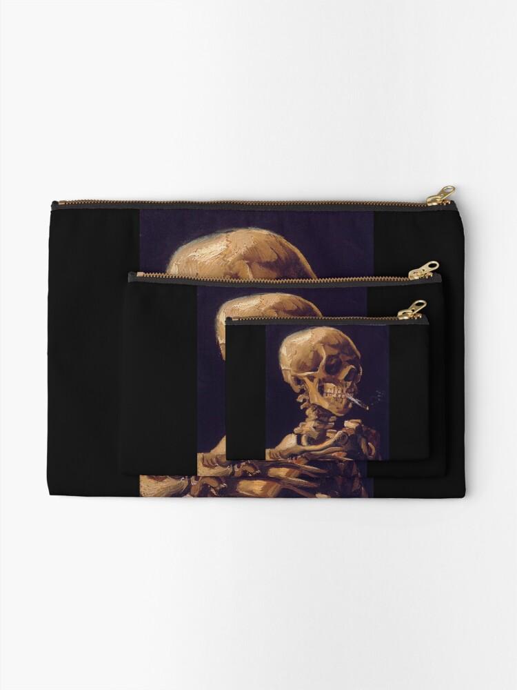 """Vista alternativa de Bolsos de mano """"Cráneo con un cigarrillo encendido"""" de Vincent Van Gogh"""