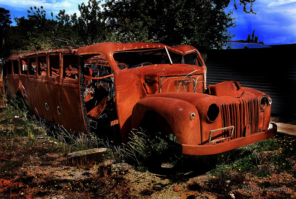Rusted bus by Robyn Lakeman