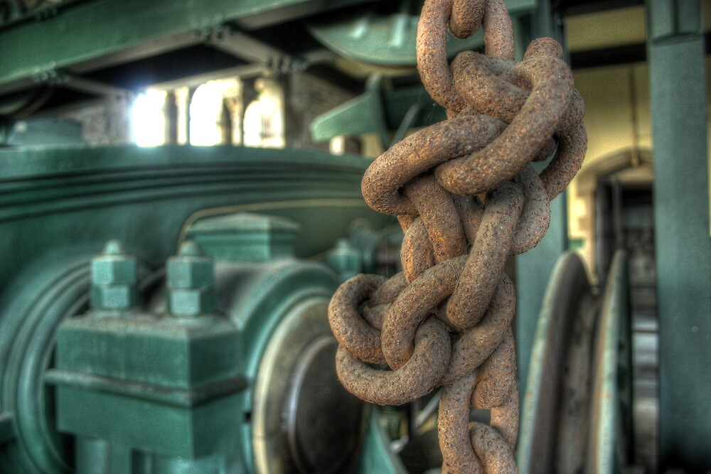 Rusty Chain by Richard Shepherd