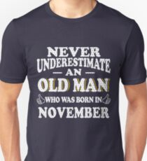Never Underestimate An Old Man Who Was Born In November Gift Unisex T-Shirt
