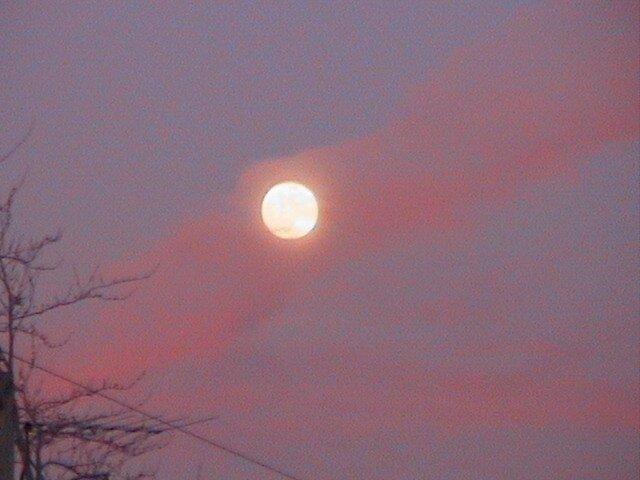 Moon Rise by Eddy1948