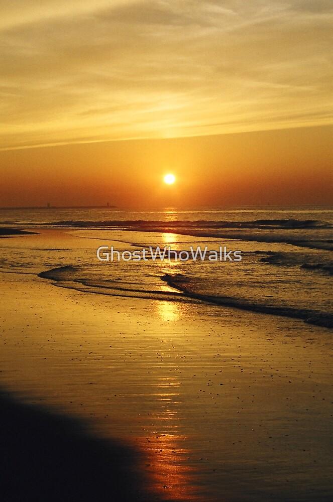 Sunset Waves 2 by GhostWhoWalks