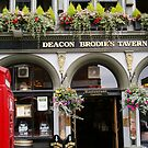 Nice pub and old red phone box! by anaisnais