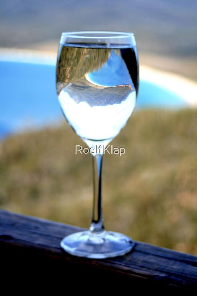 wineglass bay tasmania by RoelfKlap