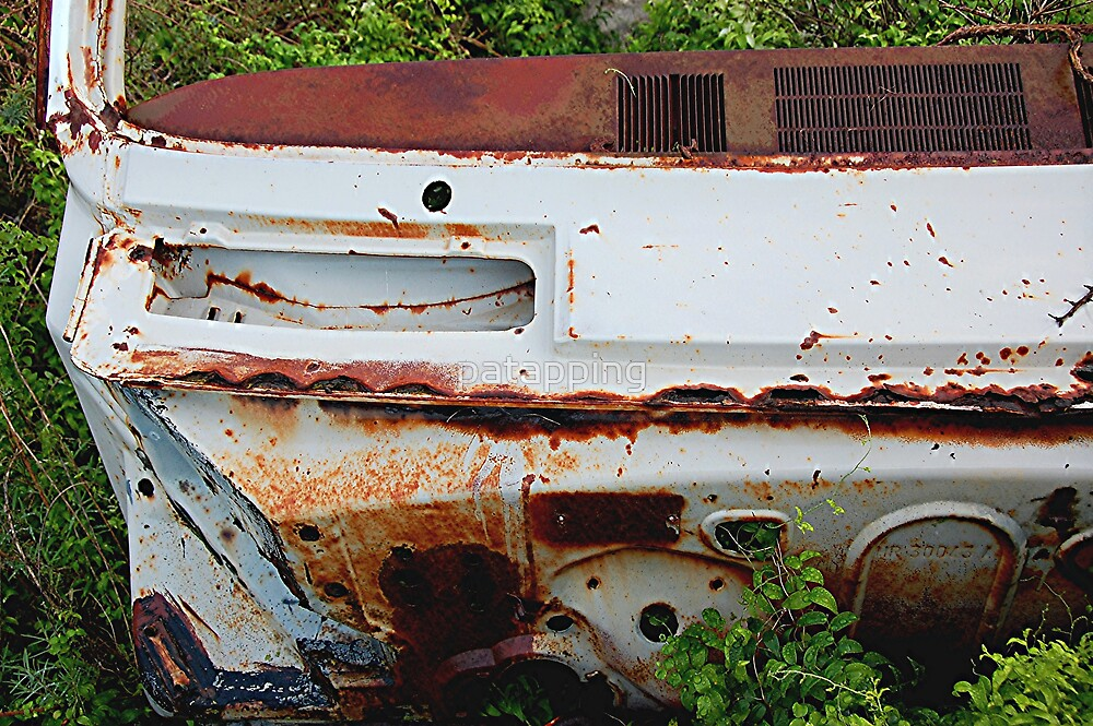 Rusty old car by patapping