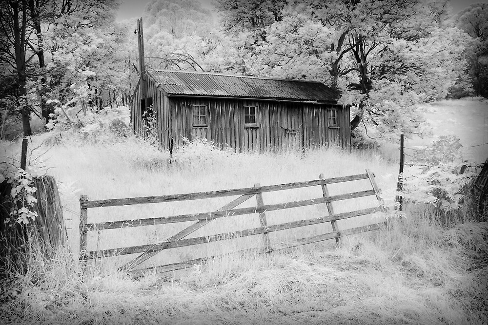 Old Apple Pickers Hut by Ian Robertson