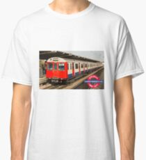 D78 London Underground tube train Classic T-Shirt
