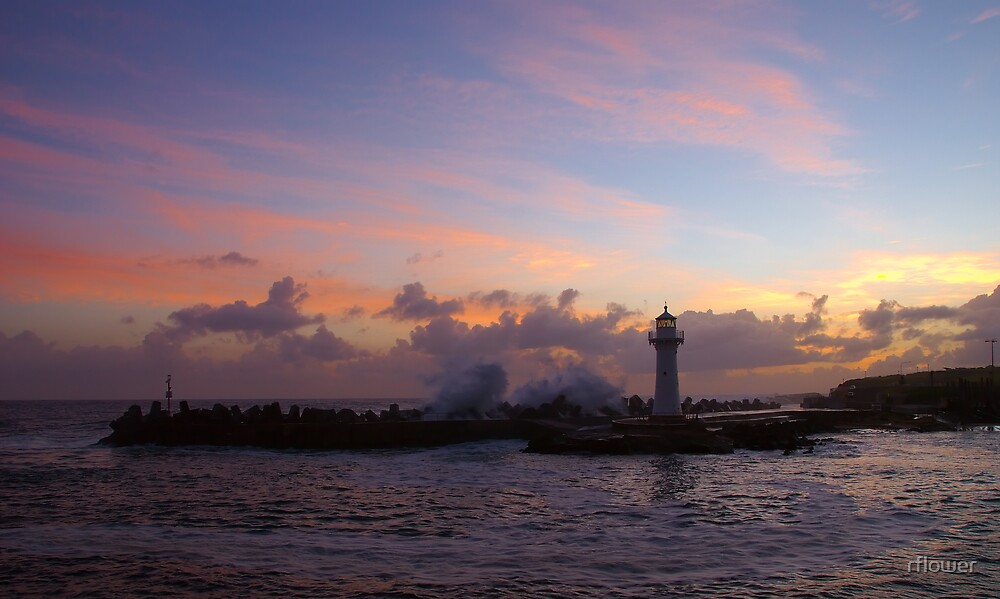 Sunrise over Wollongong by rflower