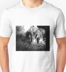 Gothic derelict tomb T-Shirt
