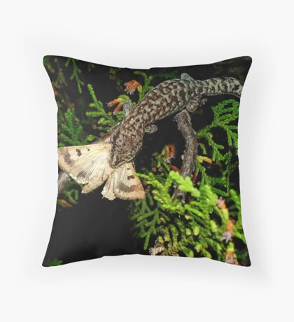 Gecko Kill Throw Pillow