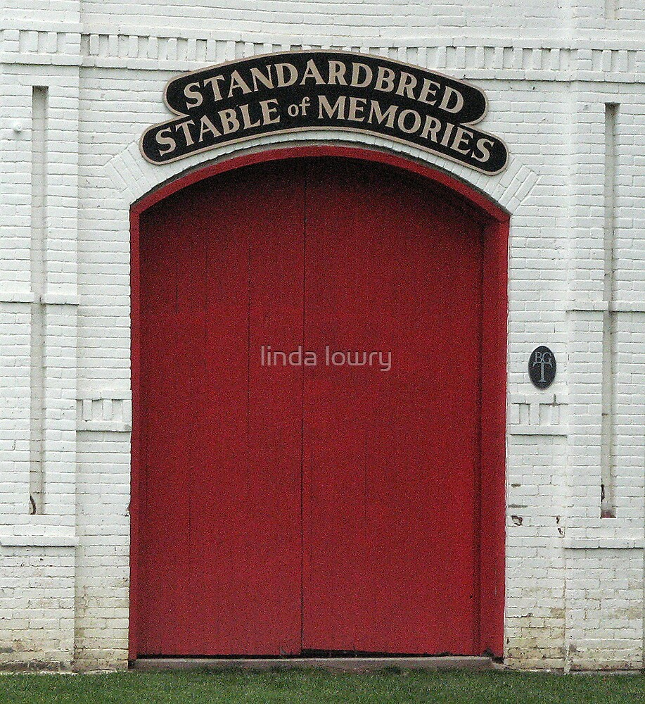 Red Barn Door by linda lowry