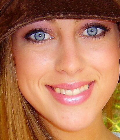 Brown Hat eyes by mommarazzi