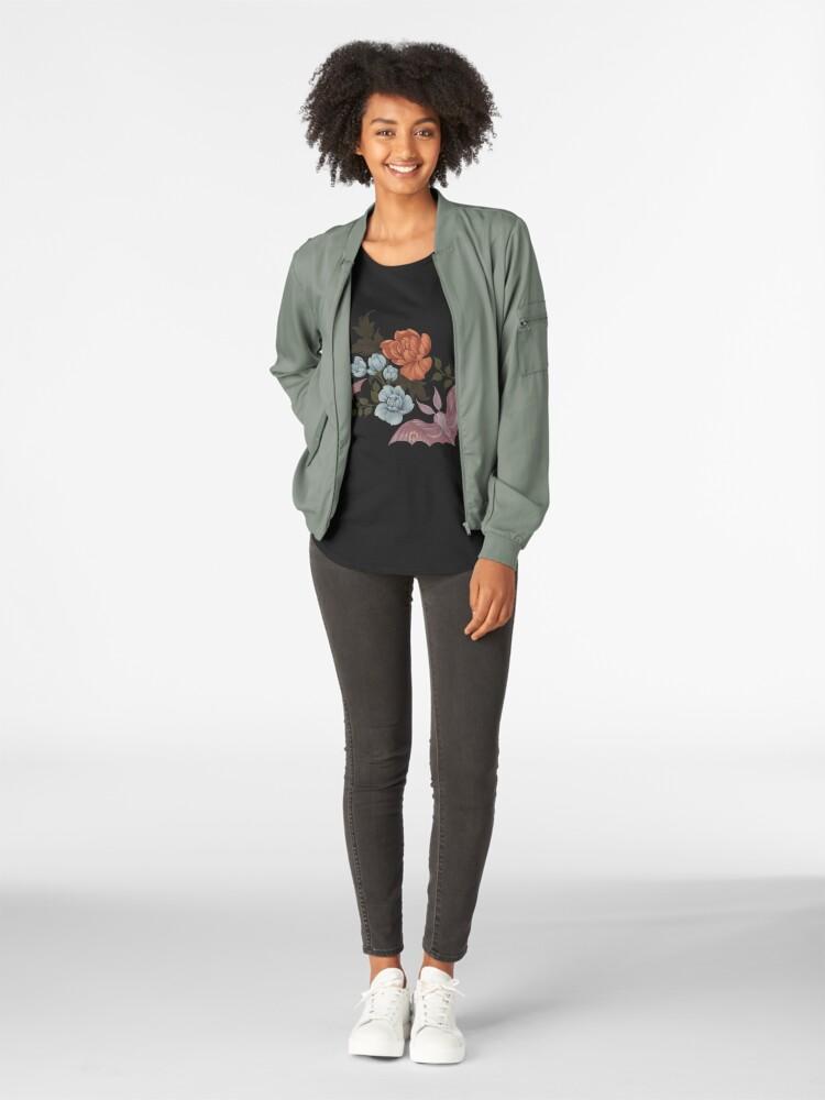 Vista alternativa de Camiseta premium de cuello ancho Botánico - polillas y flores nocturnas
