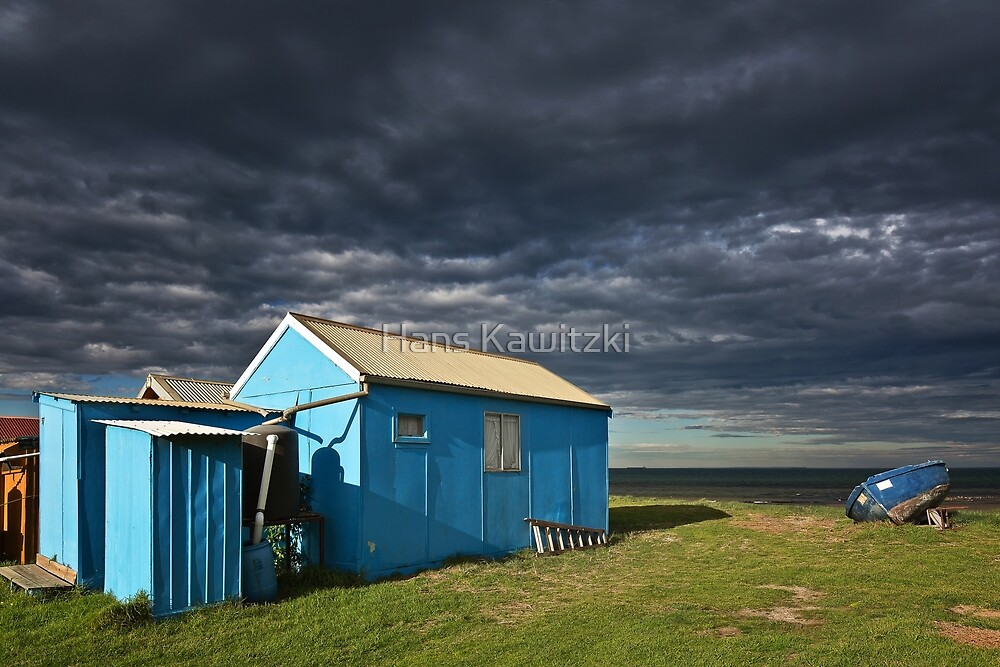 0083 Blue shed and boat by Hans Kawitzki