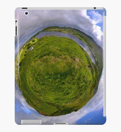 Teelin Bay from Roxborough fort, S. Donegal iPad Case/Skin