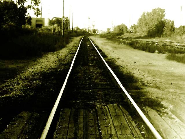 Train Tracks lead to better places. by lostXhopeX88