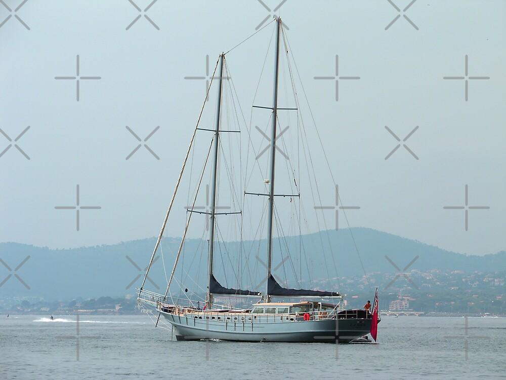 Yacht by Tom Gomez